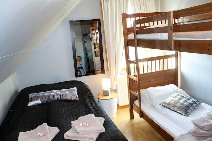 Melur guesthouse Akranes - Triple room - Akranes - Гостевой дом