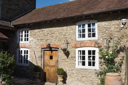 Characterful 18th c. Cider House in Herefordshire
