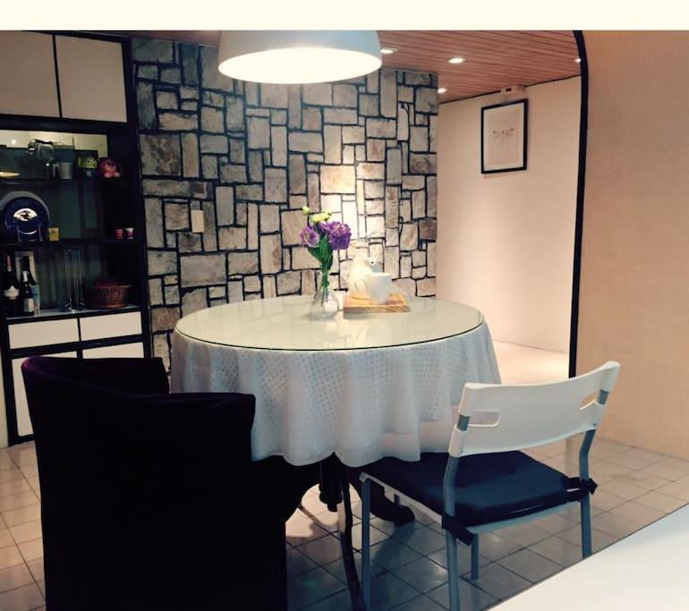 dining place 可以在這裡吃飯聊天用電腦