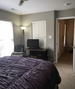 Comfy Downstairs Room Close to Base - 紐波特紐斯(Newport News) - 獨棟