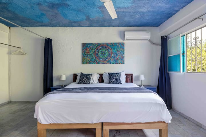Room king size bed Zona Romantica River Cuale