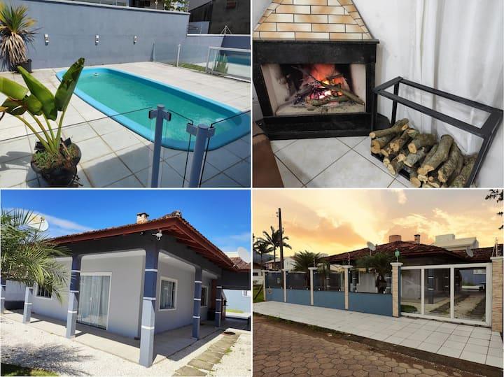 Casa com piscina e Lareira a 200 mts da Praia!