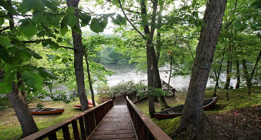 Jones on the River: Sleep 6, Kayaks, Wifi, Pet - Broken Bow - Blockhütte