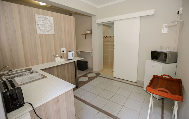 Farmview - In central suburbia - a Studio Unit
