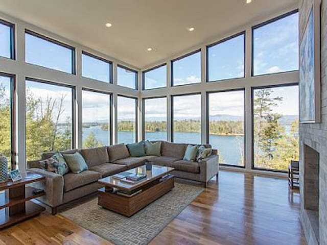 Luxurious Waterfront Home on Lake James NC