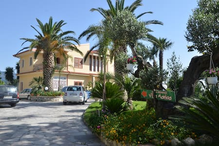VILLA MARINA b&b cleto - Cleto - Bed & Breakfast