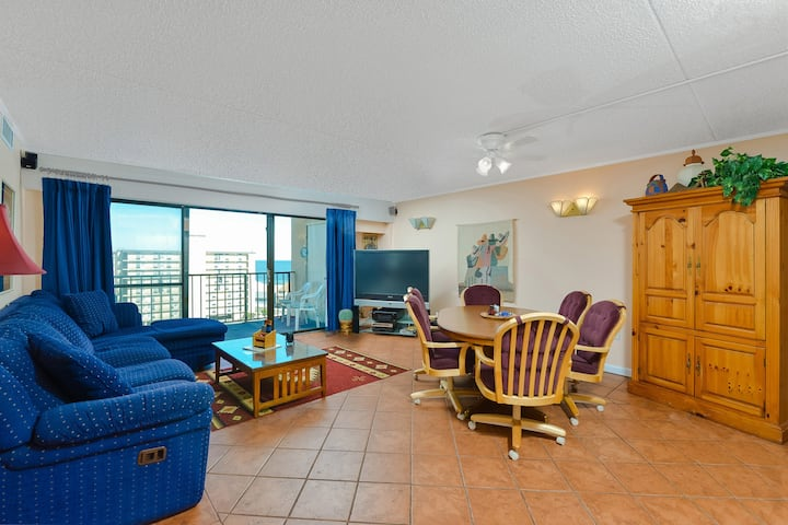 Spacious 3 Bedroom condo with ocean views and outdoor pool