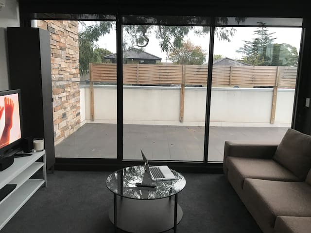 Big modern apartment at only 25 mins from the CBD