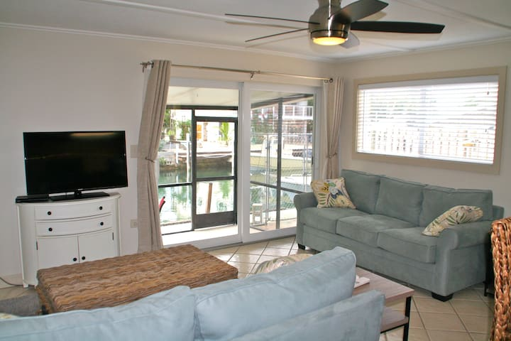 Waterfront 2/1 with Dockage and room for trailer - Marathon - Casa