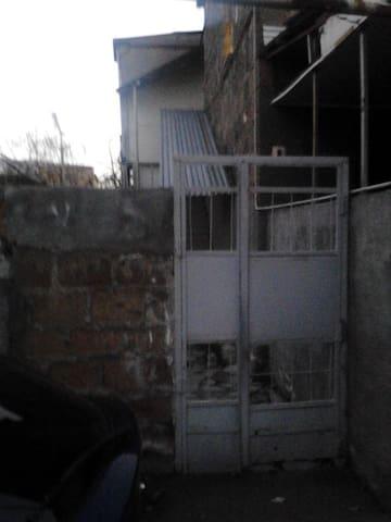 dom nedaleko  ot  hraparak(ПЛОЩАДИ РЕСПУБЛИКИ) - Erivan - Ev