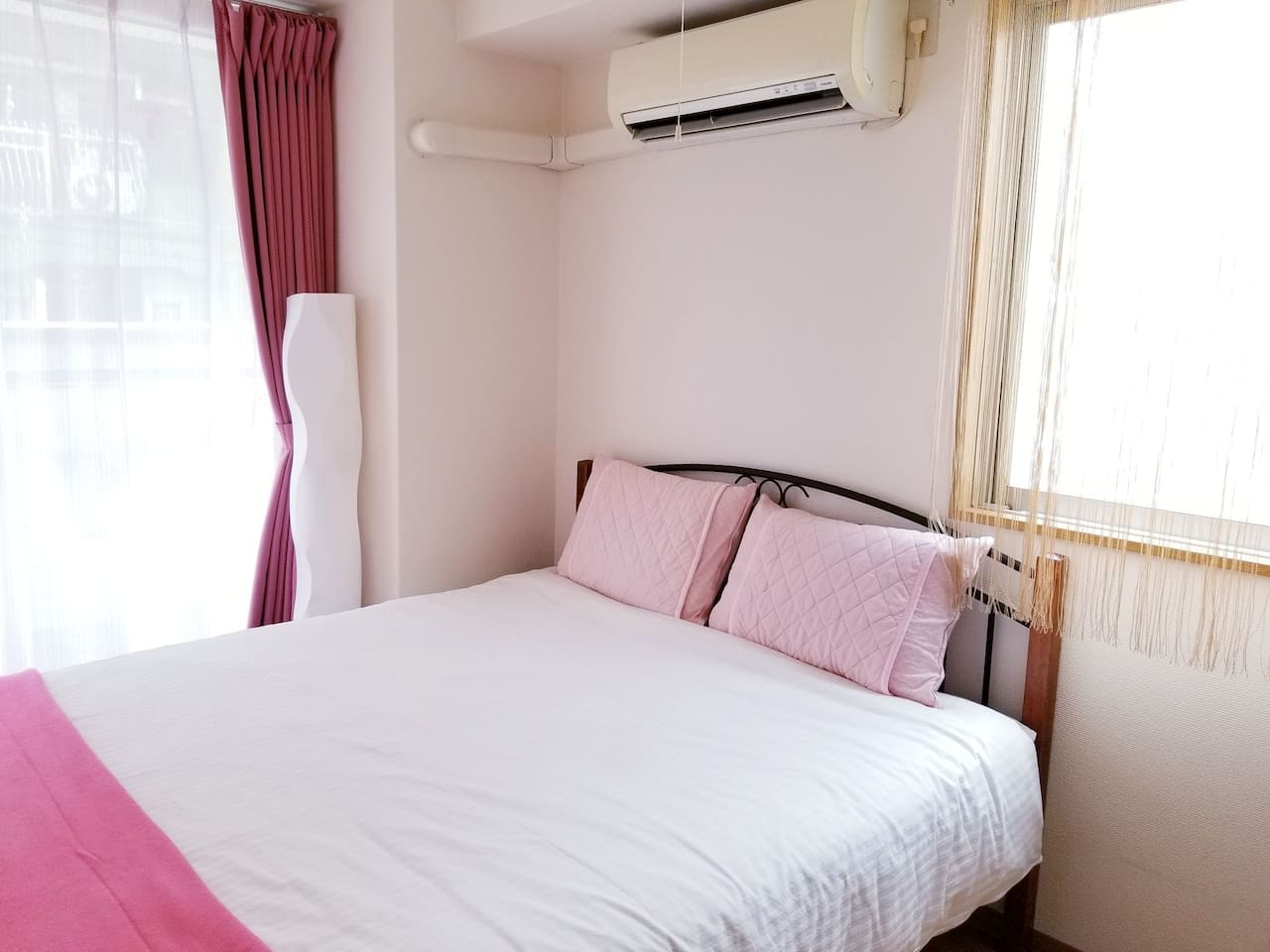 Double bed (140×200) Air conditioner. Warm & Cool