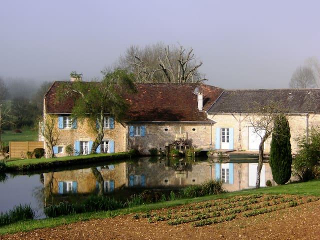Moulin de Vaudres | gîte - Gabillou - House