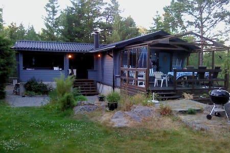 Stora & lilla huset vid havet Väddö - Norrtälje N - Kabin