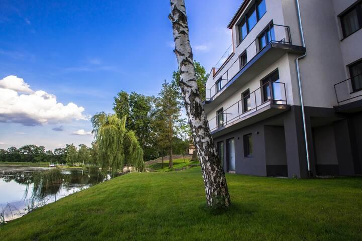 Blis Apartamenty 4 os. pokój z widokiem na jezioro
