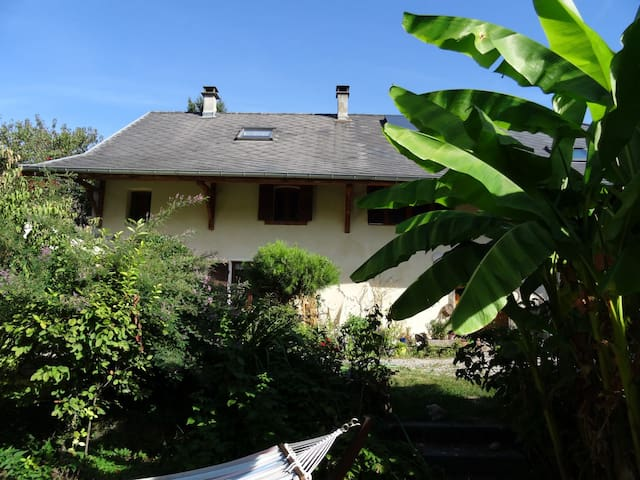 Fleur de la passion, Bed and Breakfast near Annecy