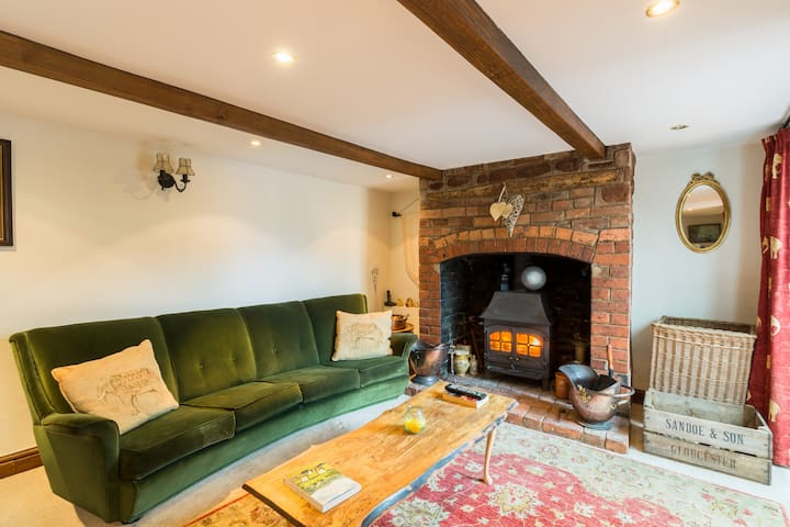 Cosy Cottage with Wood burner & Sunny deck