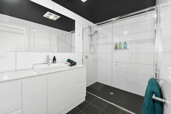 Serenity & Convenience In Niddrie