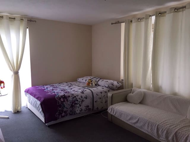 Spacious 1 Bed Studio Flat in Hendon, NW London - Edgware - Lägenhet