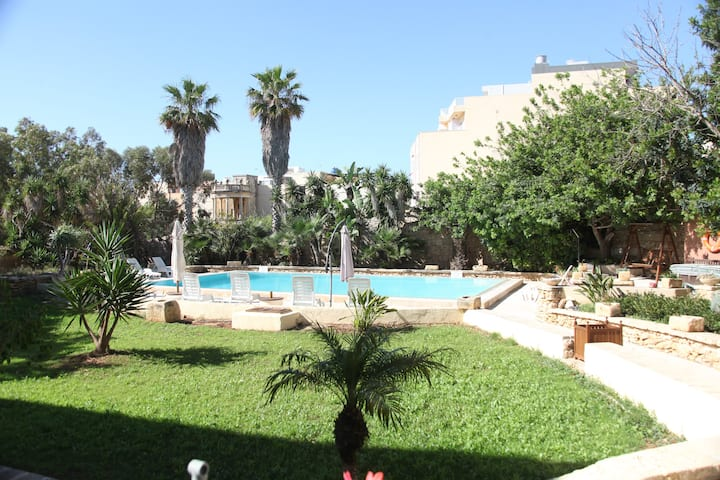 Typical Maltese Palazzo/Farmhouse with Large Pool