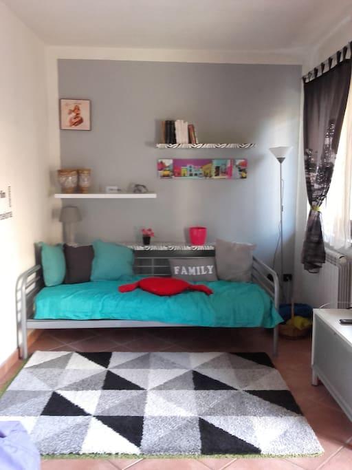 il salotto  è stato rinnovato e il terzo letto reso molto comodo