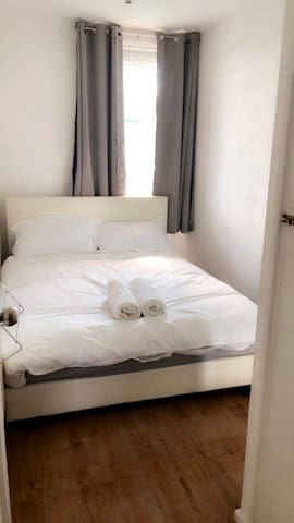 Bright room near central london! Booking fast!