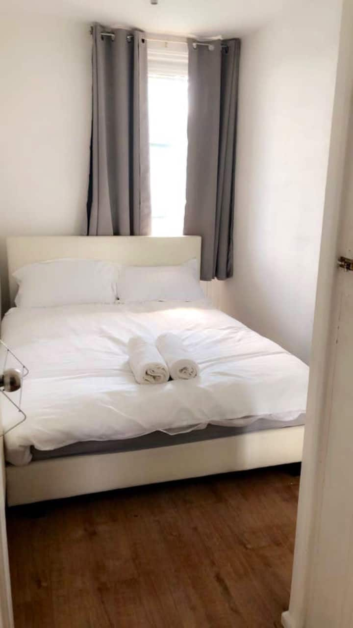 Discounted Bright Room in Central London Bow E3