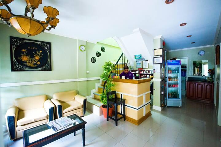 Economy Rooms w/ WiFi & Hot Shower - Tagbilaran City - Bed & Breakfast