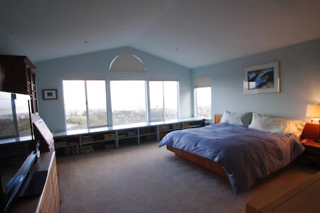 Master bedroom with outstanding view - San Carlos