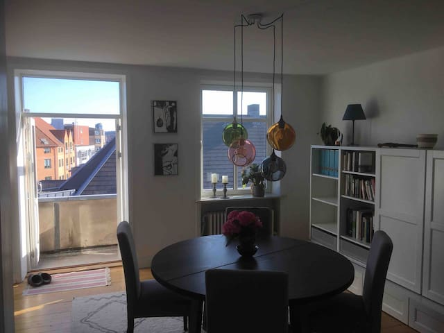 Nice room with 140 bed, close to Aalborg city