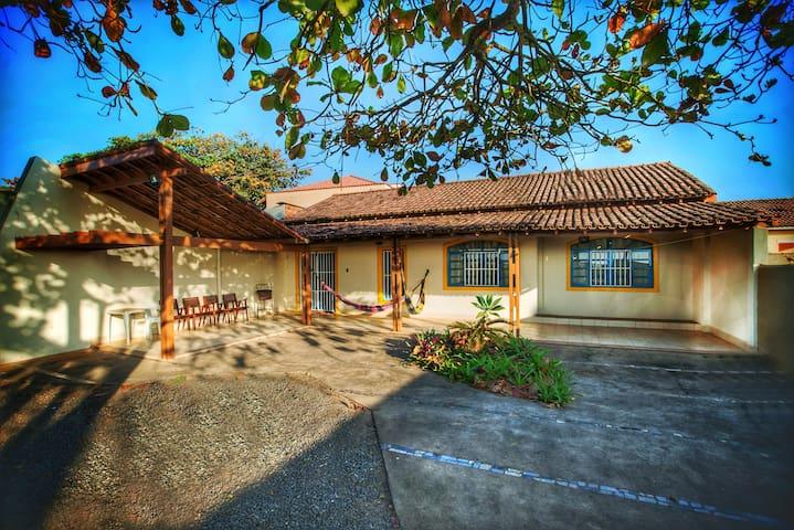 Casa Charmosa na Beira da Praia de Castelhanos!