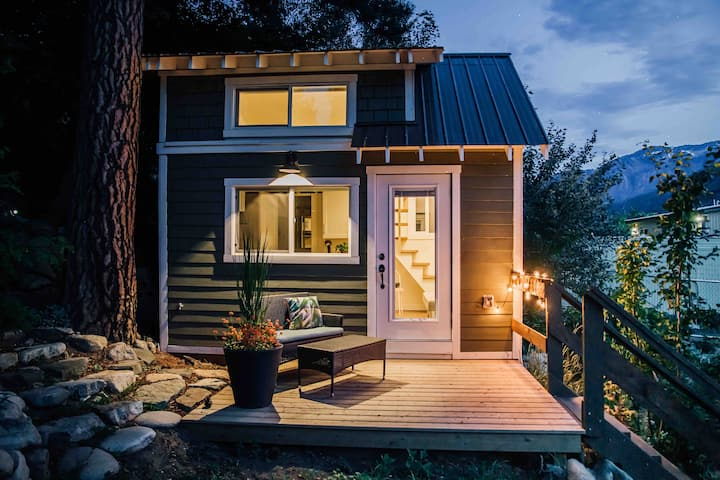 Quiet tiny house getaway near downtown Lytton