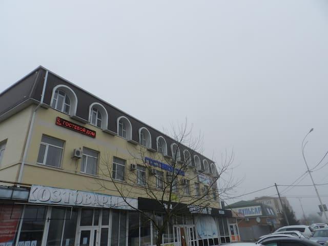 Близость Азовского моря -10 км  Черного моря-40 км