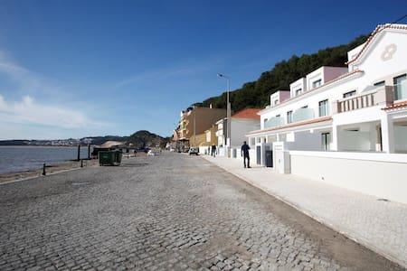 Serene Waterfront Apartment - São Martinho do Porto