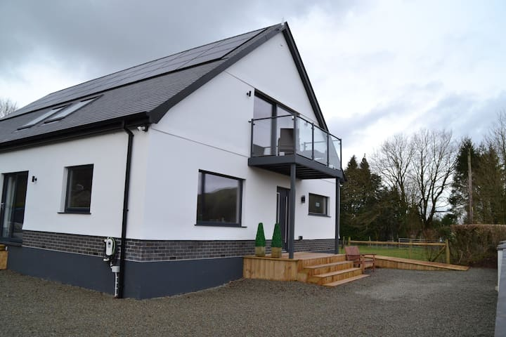 Luxury Apartment stunning views of the Towy Valley