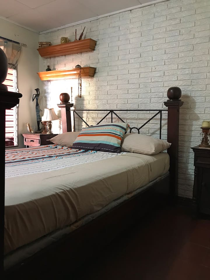 Private room with bathroom near Roberto Huembes