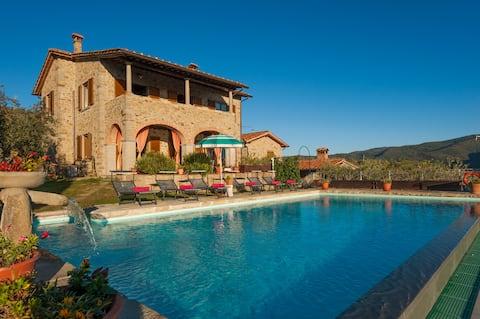 Tuscan charm of villa - countryside