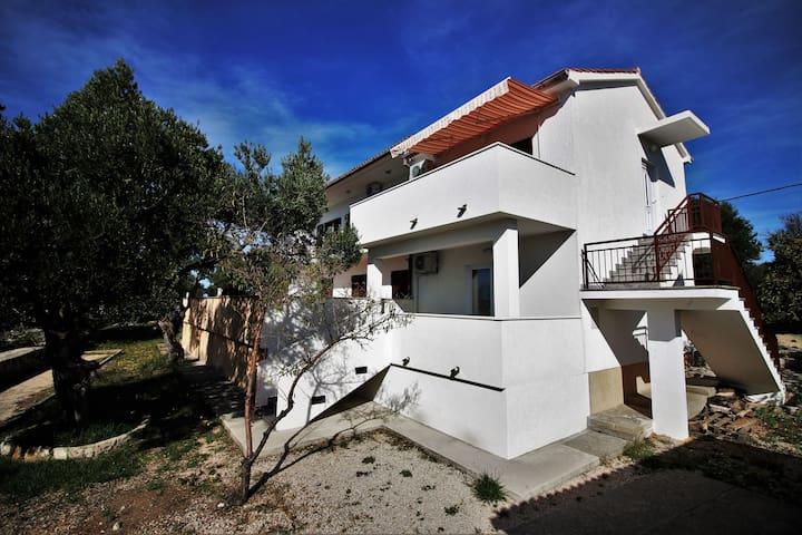 Villa Badurina, Jakisnica, Pag, Apartment A - Jakisnica - アパート