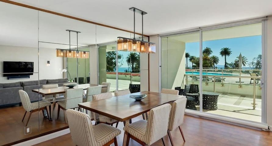 Santa Monica Beach House (Pool is open)