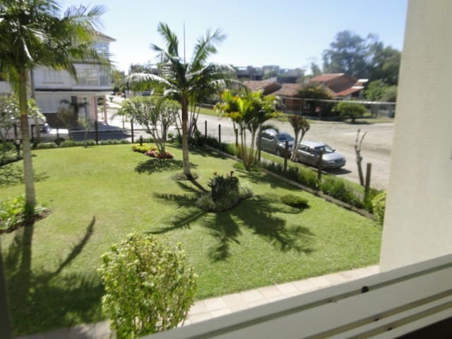 Duplex 2 Quartos, 1 Quadra do Mar na Praia Grande. - Torres - Apartmen