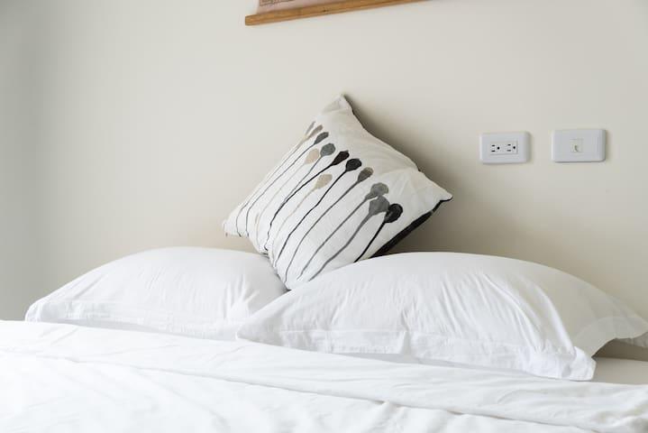 度好私宅-好好眠_雙人房特大床-可加一床,浴缸/大陽台。蘇澳交流道3分鐘,蘇花改7分鐘-羅東15分鐘