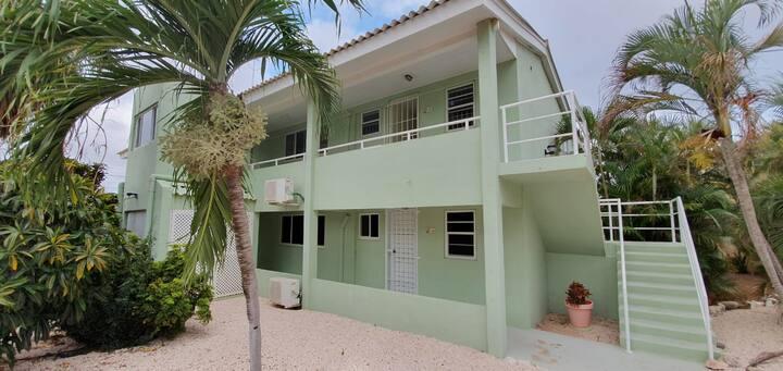 6 Pers App. Resort Seru Coral  € 255,- per week.