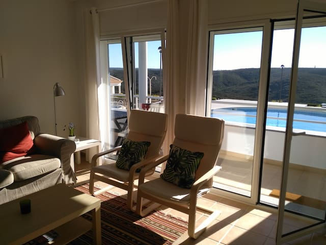 Beach apartment with pool, close to Arrifana beach