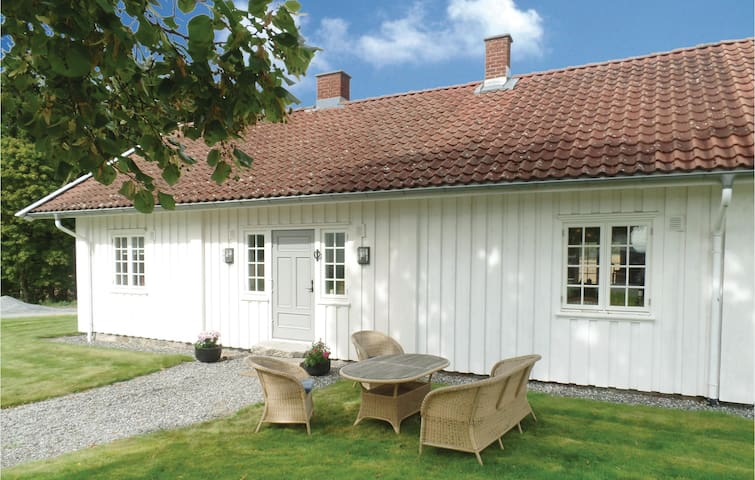 Holiday cottage with 1 bedroom on 70m² in Tomter