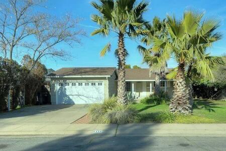 California Beach House - Comfortable Private Room - Carmichael