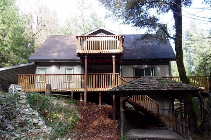 Mountain Retreat with Modern Amenities - Shasta County - Cabin