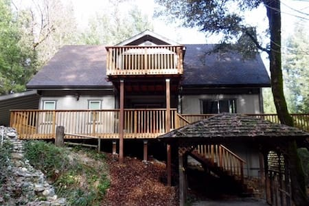 Mountain Retreat with Modern Amenities - Shasta County - Cabane