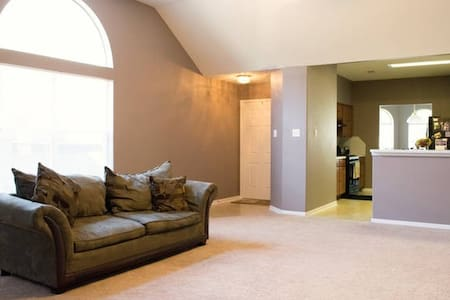 5* Quality Private Room available near IAH - Humble - Haus