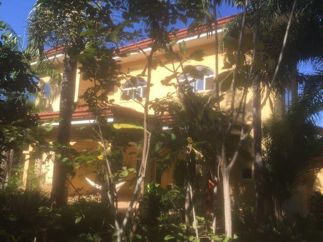Casa Amarillo - Playa Panama - Hus