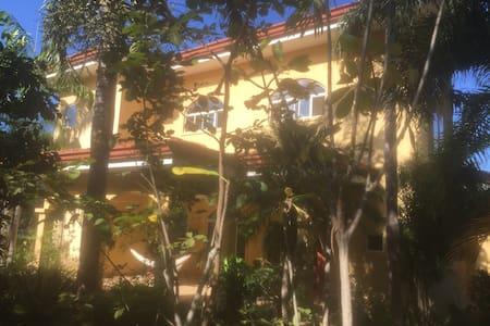 Casa Amarillo - Playa Panama