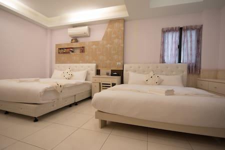 GoGobed 加大訂製名床家庭房(近火車站;貼心服務到站接您) - Hualien County - Huis